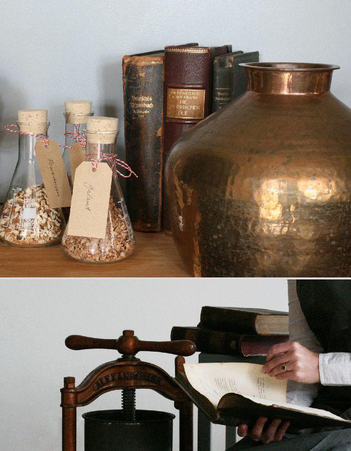 Geheime Klosterapothekenrezeptur zur Herstellung von Bitter und Kräuterlikören / Delikatessen aus Bitterkräutern werden per Hand hergestellt